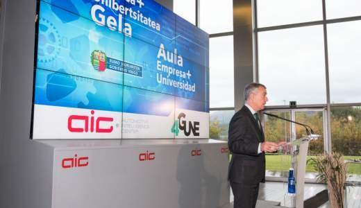 The President of the Basque Government publicly presents 4Gune and visits the new Business + University classroom in AIC